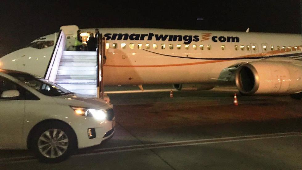 """מטוס סמארט ווינגס בנתב""""ג. הטייס שכח את הדרכון (צילום: שירי הדר) (צילום: שירי הדר)"""