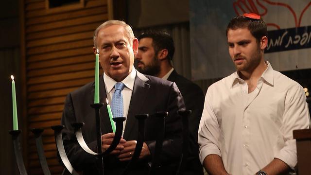 Netanyahu lighting the first candle of Hanukkah (Photo: Motti Kimchi)
