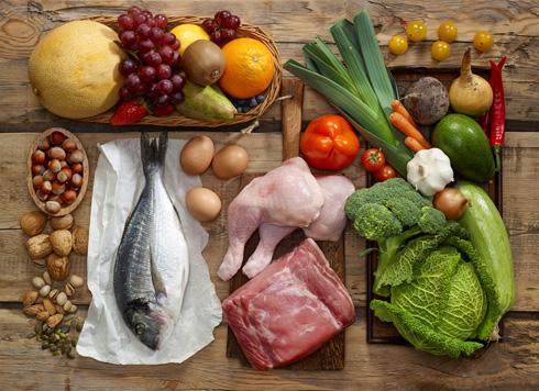 הרעיון הוא לאכול מה שאכל האדם הקדמון לפני המהפכה החקלאית  (צילום: Shutterstock)