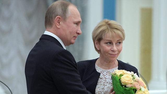 """ד""ר ליזה"" עם פוטין (צילום: AFP) (צילום: AFP)"