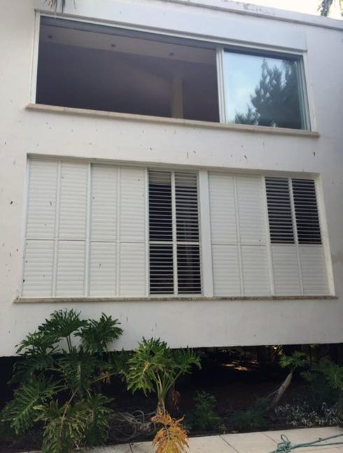 לפני השיפוץ. הדירה תופסת את הקומה השנייה בבניין בן 60 שנה (צילום: ורד בונפיליולי ופנינית שרת אזולאי)