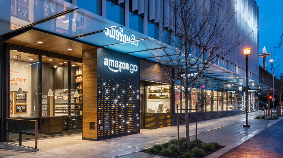 הבחירה של יובל סמואלוב: Amazon Go היא החנות החכמה החכמה הראשונה, שנפתחה לפני כמה שבועות בסיאטל. וכשאמזון מצהירה שתפתח אלפיים כאלה בשנים הקרובות, נראה שב-2017 סוף סוף יצליחו לחבר בין חווית הקנייה און-ליין ואוף-ליין (צילום: Amazon Go)