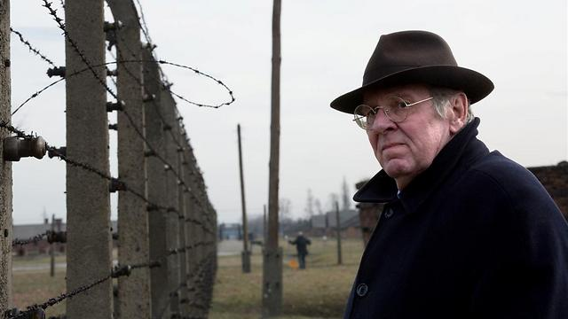 טום ווילקינסון באושוויץ ()