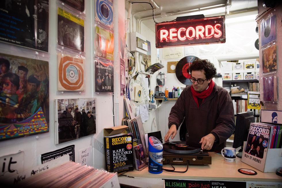 חוזרים לתקליטים ובכלל, נוסטלגיה זה הדבר הכי חדש (צילום: Gettyimages)