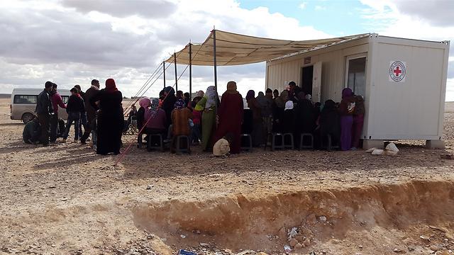 פליטים סורים מקבלים טיפול רפואי על ידי ICRC ושירותי הבריאות הירדנים המלכותיים (Ossama Zaqqout/ICRC) (צילום: הוועד הבינלאומי של הצלב האדום)