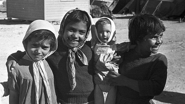 Yemenite children in a transit camp (Photo: David Robinger)