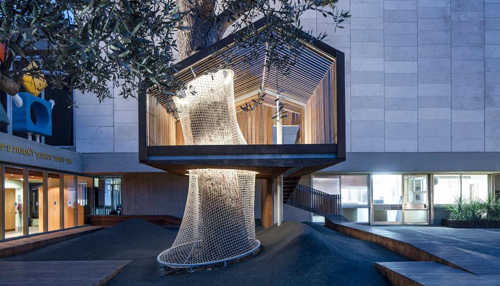 רחבת הכניסה לאגף הנוער והחינוך לאמנות במוזיאון ישראל. זיכתה את יפעת פינקלמן ודבורה פדדה פינטו בפרס האדריכל הצעיר (צילום: עמית גרון)