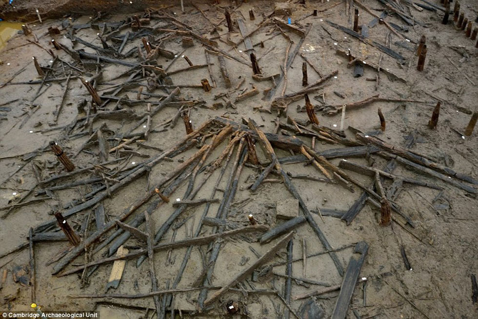 אתר החפירות באנגליה ()