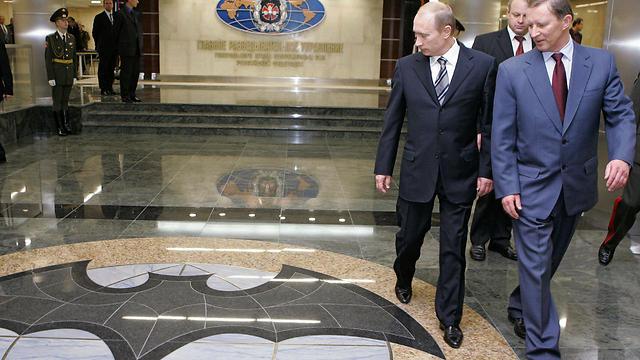 פוטין ושר ההגנה הרוסי לשעבר במטה GRU (צילום: AFP) (צילום: AFP)
