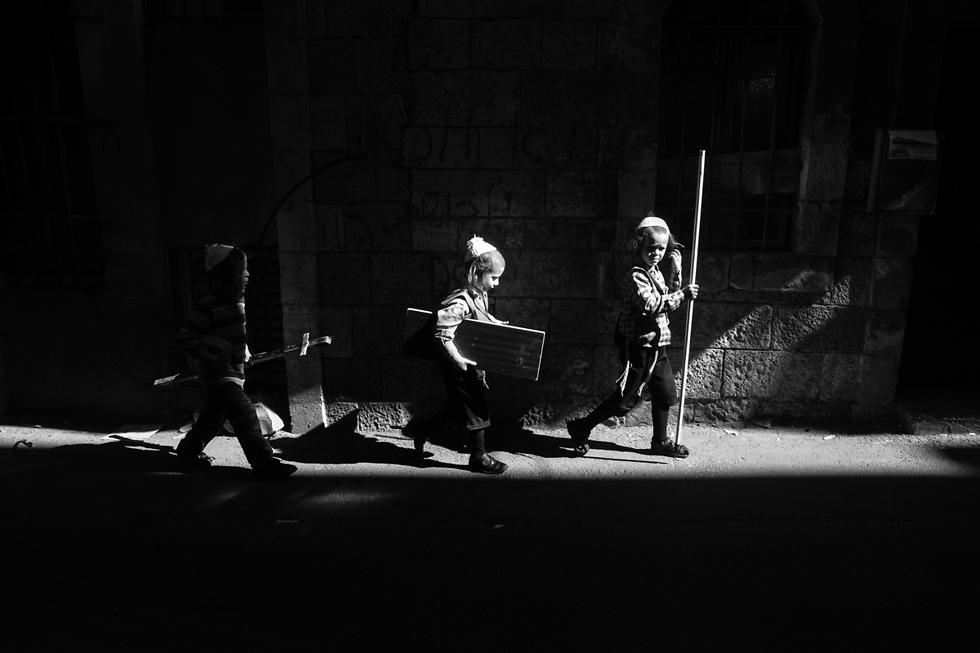משחקי ילדות ומשחקי אור וצל בסמטאות (צילום: אילן בן יהודה) (צילום: אילן בן יהודה)