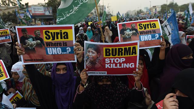 הפגנה בקראצ'י, פקיסטן, נגד המלחמה בסוריה וההרג במיאנמר (צילום: AFP) (צילום: AFP)
