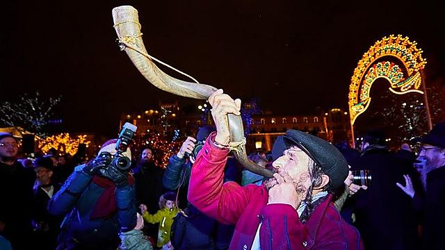 חוגגים בכיכר האדומה (צילום: לוי נאזרוב) (צילום: לוי נאזרוב)