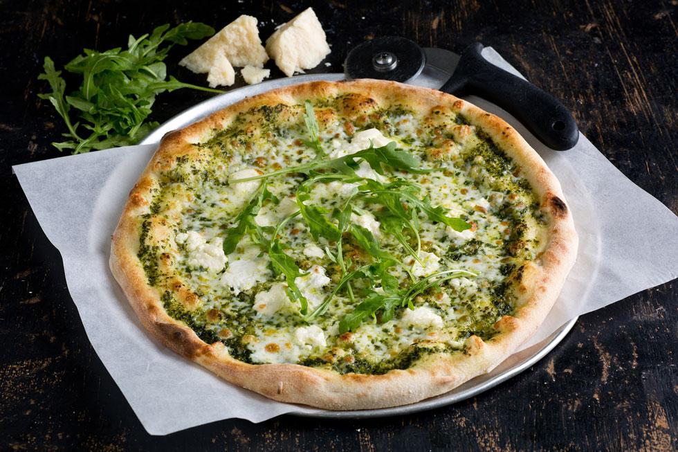 פיצה 3 גבינות ופסטו (צילום: בועז לביא)