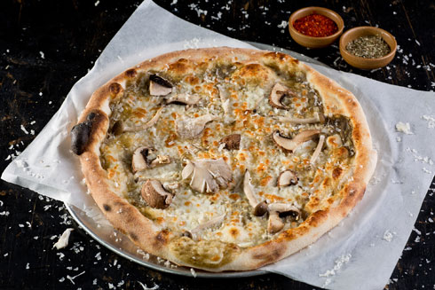 פיצה ביאנקה עם פטריות (צילום: בועז לביא)