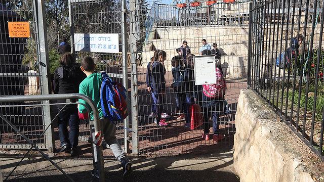 ארכיון. פגיעה באבטחה בבתי ספר בירושלים (צילום: גיל יוחנן) (צילום: גיל יוחנן)