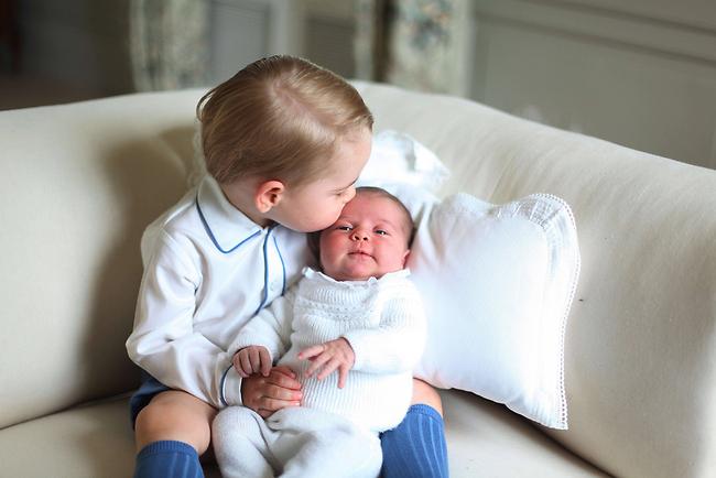 עם האח הגדול, הנסיך ג'ורג' (צילום: AFP)