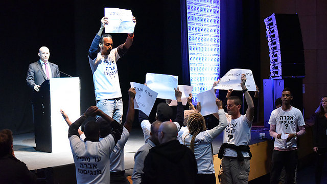 Protesters for Mengistu interrupt Education Minister Naftali Bennett's speech (Photo: Liran Shimon, Aharon Gdaliya)