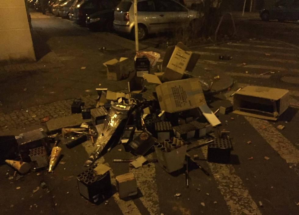 זה מה שנשאר. עמדות ירי הזיקוקים הנטושות ברחובות ברלין (צילום: חזי מנע) (צילום: חזי מנע)