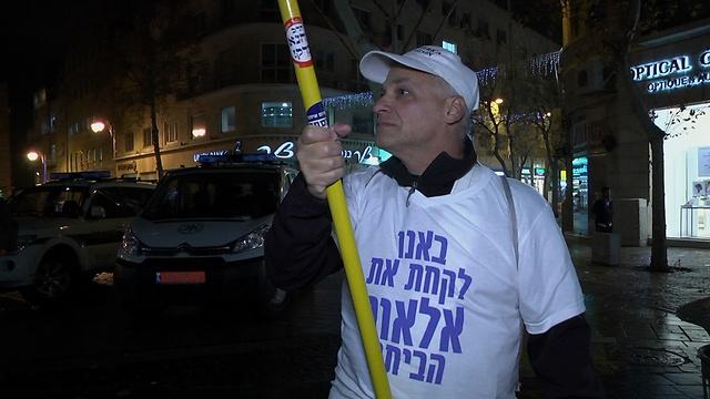 הפגנת תמיכה באזריה, הערב בירושלים (צילום: אלי מנדלבאום) (צילום: אלי מנדלבאום)