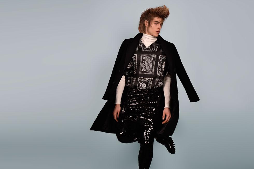 חולצה, סריג ומכנסיים - זארה; מעיל, H&M; נעליים, דיזל; טייץ, יוניקלו (צילום: אביב אברמוב)