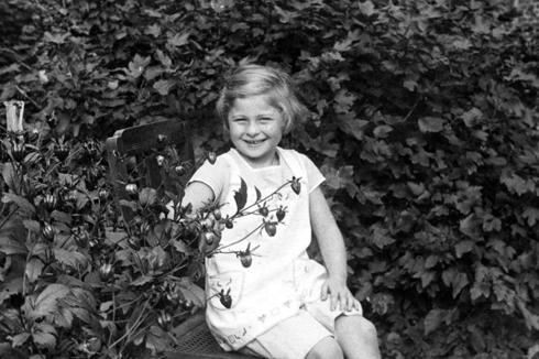 קרלה רווה בילדותה בגרמניה (צילום: מתוך הספר ״היהודיה שלהם״)