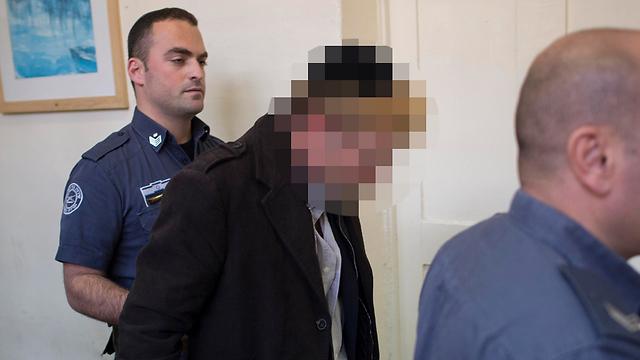 החשוד בהסתה נגד השופטת הלר בבית המשפט (צילום: יואב דודקביץ')