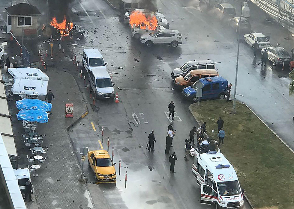 Suicide bombing outside police station in Izmir, Turkey (Photo: AFP)