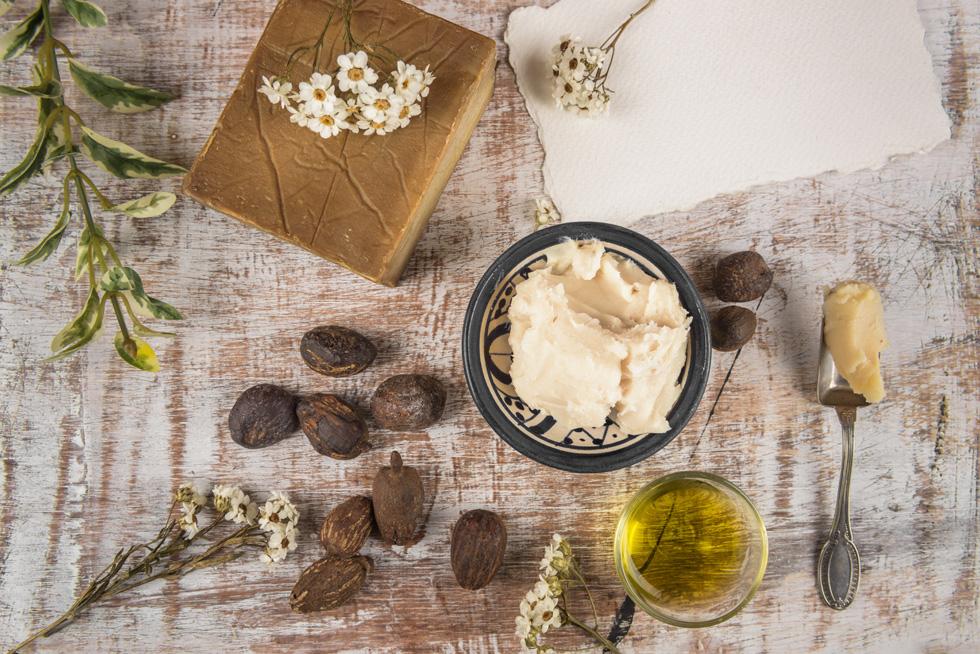 הוסיפו לחות לעור עם חמאת שיאה  ושמן חוחובה (צילום: Shutterstock)
