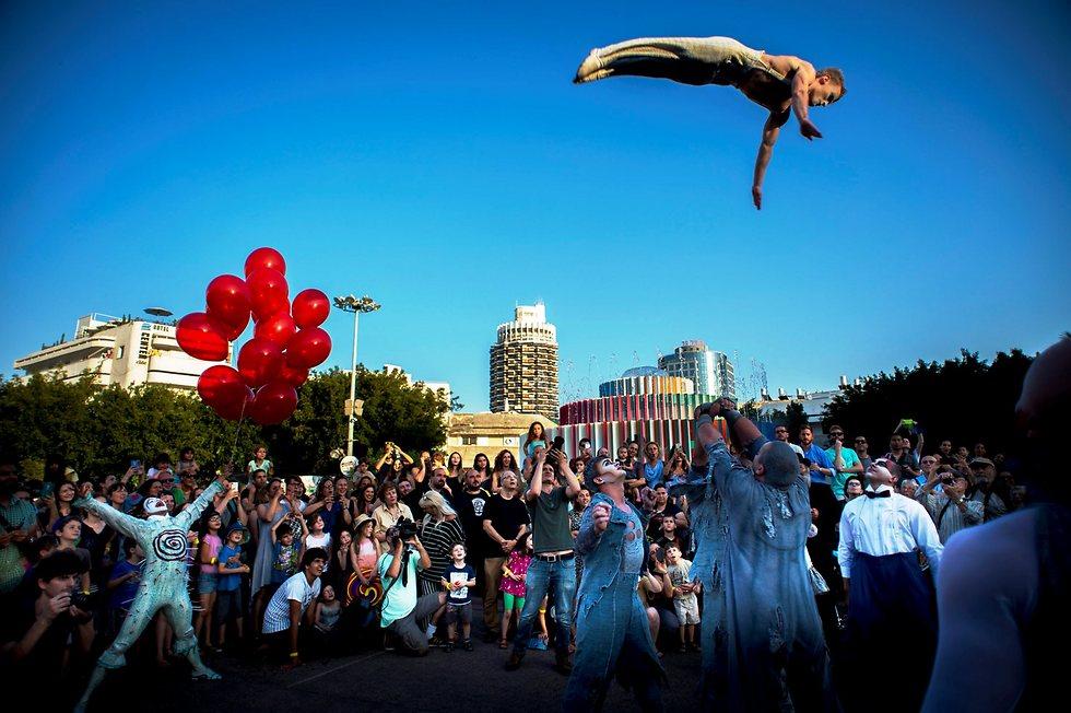 הופעת רחוב של סירק דה סוליי, 2015 (צילום: יובל חן) (צילום: יובל חן)