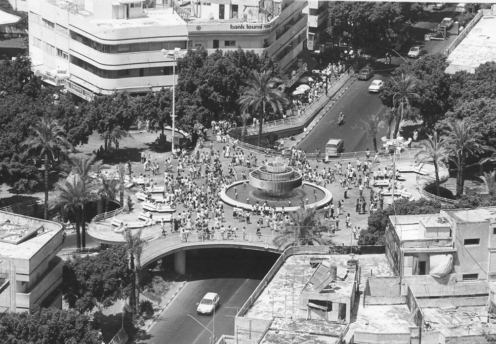 הכיכר בשנת 1986 (צילום: שלום בר טל)