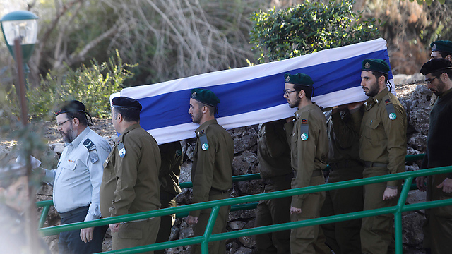 Soldiers carrying Shir's body for burial (Photo:AFP)