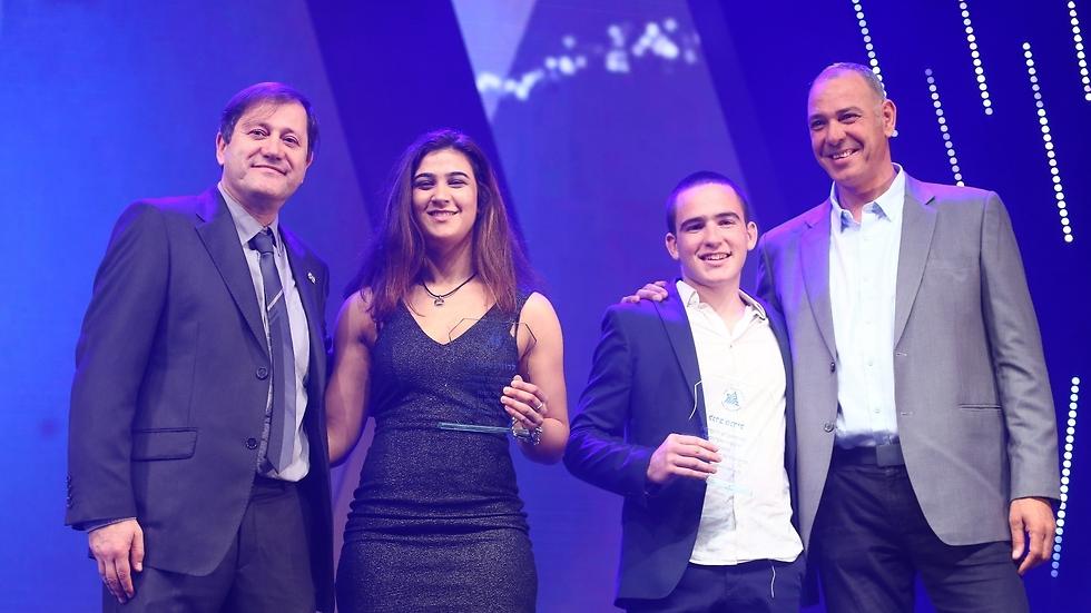 רוני זוכה בתואר הספורטאית הצעירה של השנה של התאחדות אילת (צילום: התאחדות אילת) (צילום: התאחדות אילת)