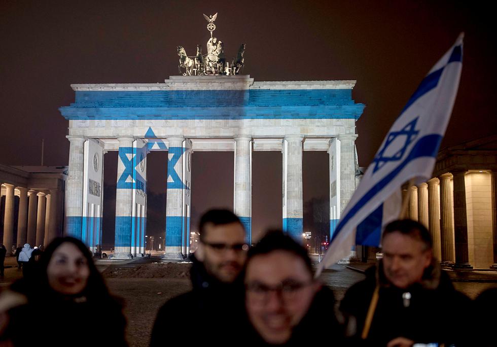 שער ברנדנבורג בברלין, אמש (צילום: AP) (צילום: AP)