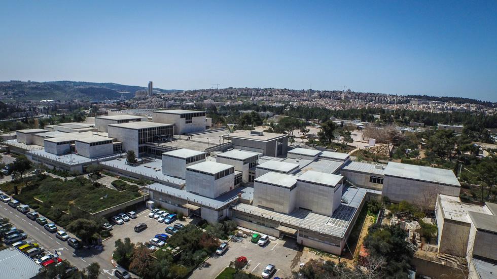 מוזיאון ישראל הוא מוסד התרבות המוביל, החזק והמתוקצב ביותר בישראל. לחצו על התצלום לסיור מקיף במוזיאון, מהאוויר ובתוכו (צילום: איתי סיקולסקי)