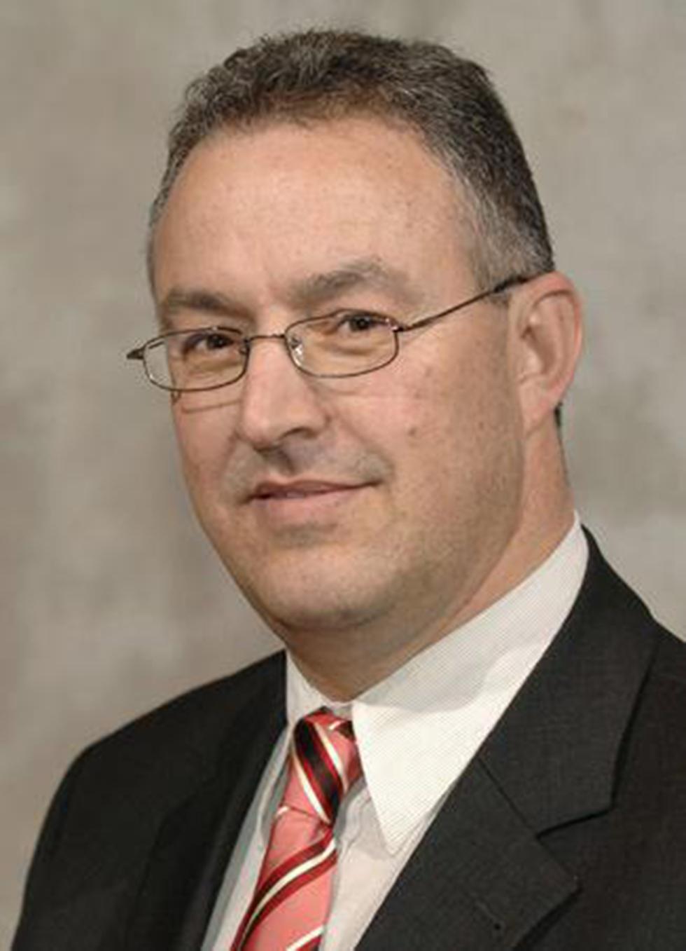 ראש העיר המוסלמי אבו טאלב. מתנגד לקיצונים ()
