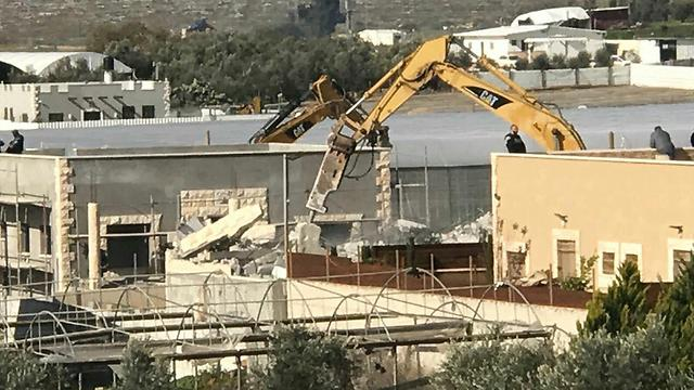 Demolishing houses in Qalansaew