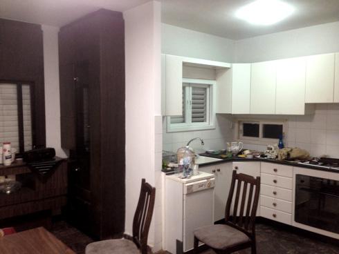 המטבח נשאר במקומו הקודם, אך שינה את מראהו כליל (צילום: אושיר אסבן)