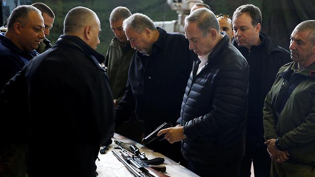 Lieberman and Netanyahu (Photo: Reuters)