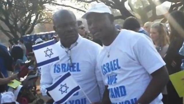 אוהבים את ישראל. גורדון בעצרת למען ישראל (צילום: אורות)