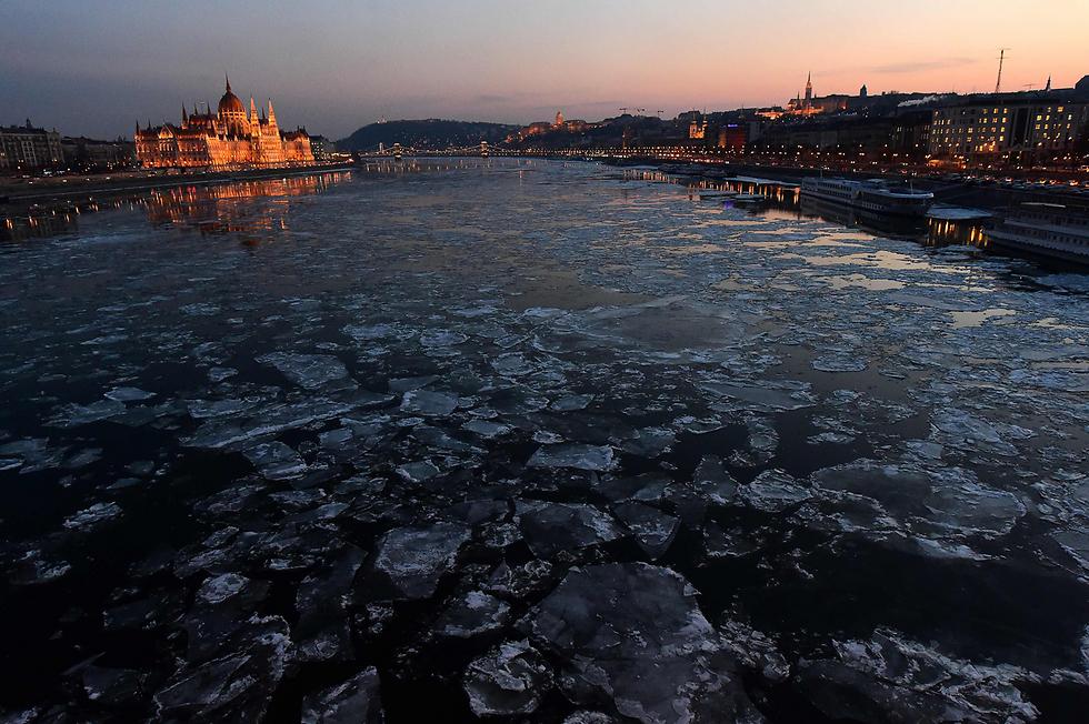 גושי הקרח בנהר הדנובה (צילום: AFP)