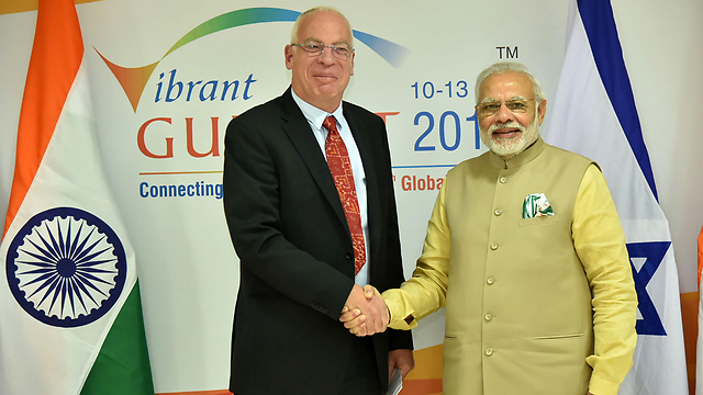 Minister of Agriculture Uri Ariel and Indian PM Modi (Photo: AFP) (Photo: AFP)