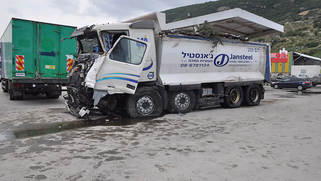 המשאית שבה נהג אבו סיאם (צילום: ג'ורג' גינסברג)