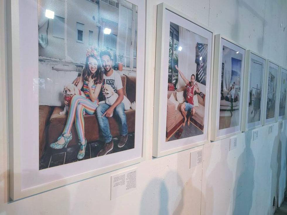 """בתערוכת הצילום """"פלורנטין כסגנון חיים"""" הציגה מוריה נבה צילומים של תושבי השכונה.  ניסיון ליצור את """"מדורת השבט"""" המקומית (צילום: ענת מוסברג)"""