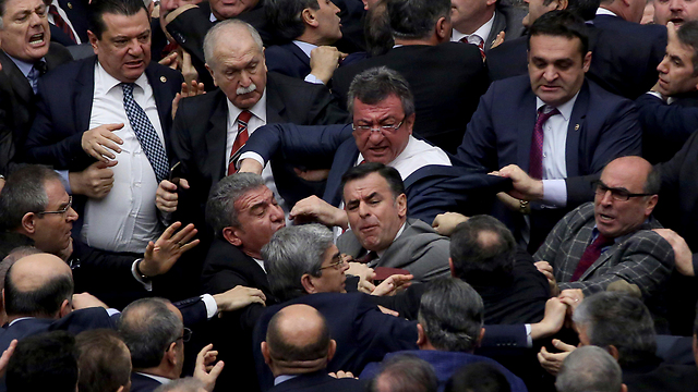 Brawl in Turkish parliament (Photo: AP) (Photo: AP)
