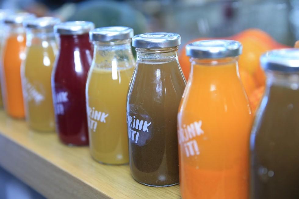 מיץ טרי בריא ב-drinkit (צילום: ירון ברנר)