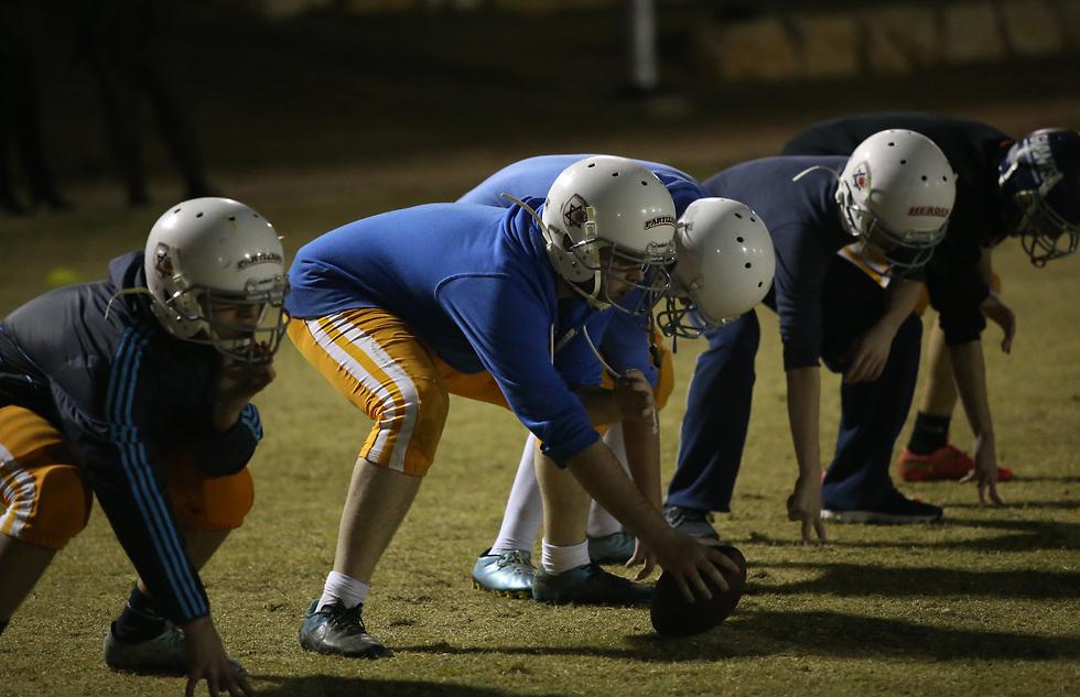 אווירה שונה מאוד מאימון כדורגל (צילום: אורן אהרוני) (צילום: אורן אהרוני)