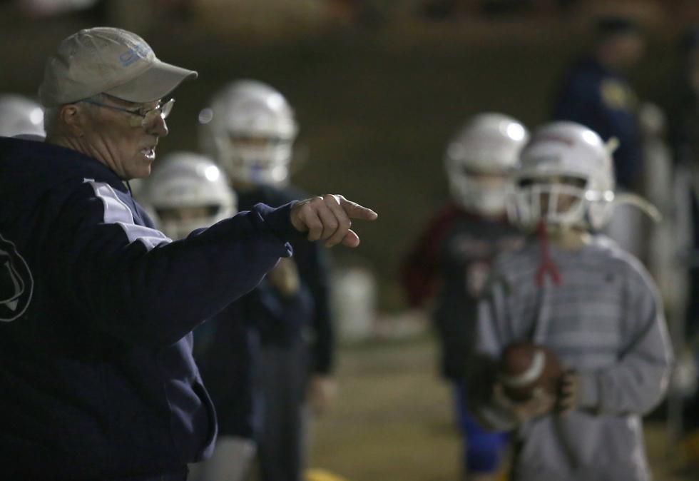 דייב מאמן, הצעירים עוזרים לו (צילום: אורן אהרוני) (צילום: אורן אהרוני)