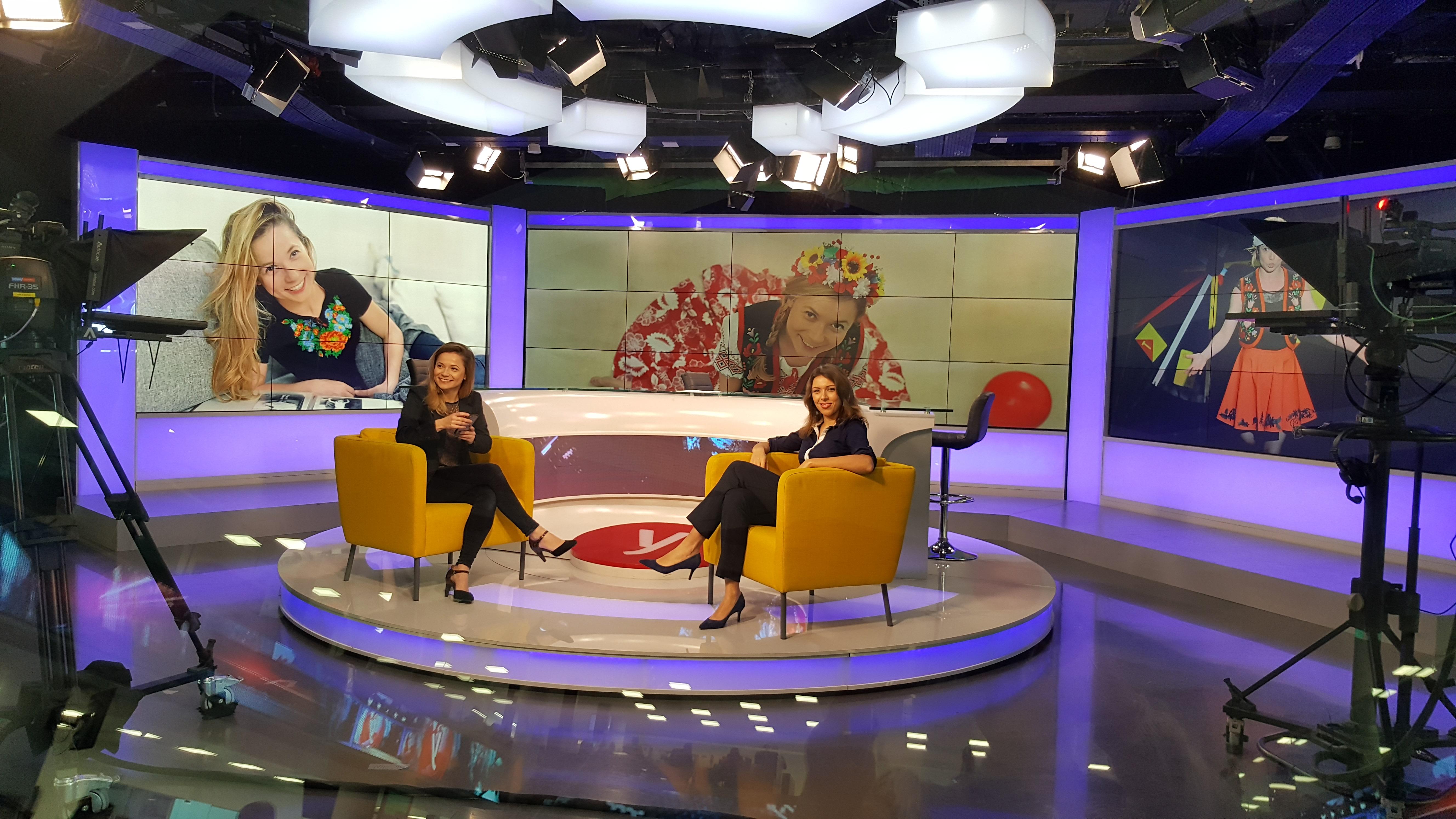 Тамара Клейнгон и журналист Ноа Лави в студии Вести - ynet