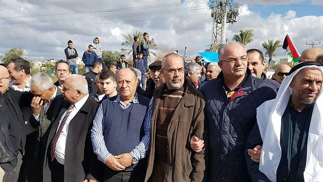 אלפים הגיעו להפגנה בקלנסווה ()