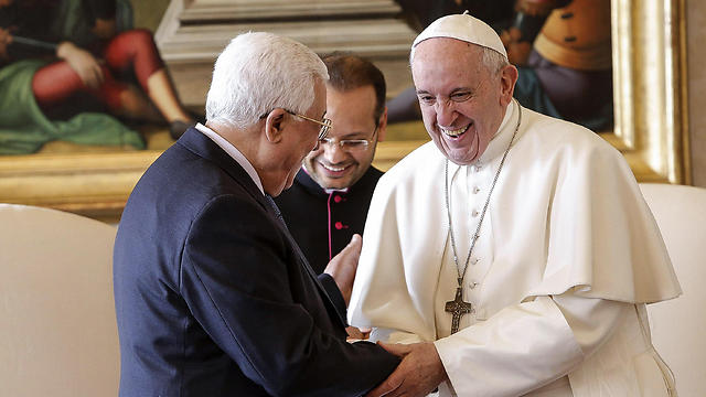 Abbas meets with the Pope at the Vatican (Photo: AFP)